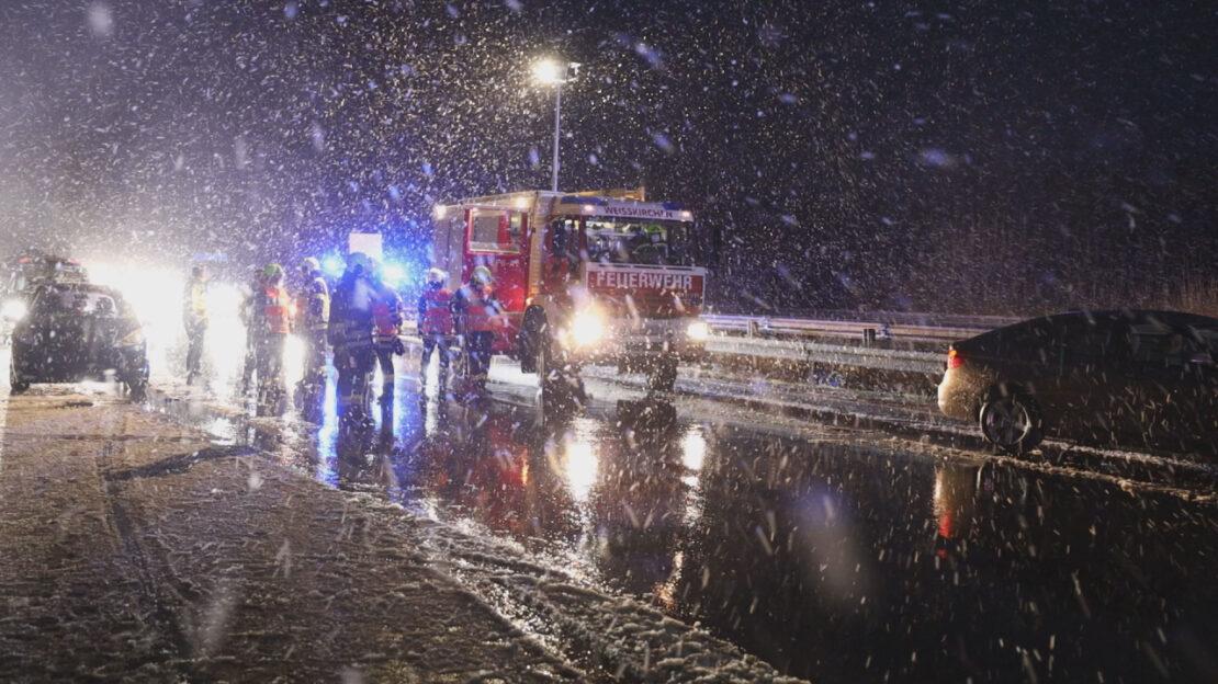 Gleich mehrere Verkehrsunfälle auf Welserautobahn nach starkem Graupelschauer