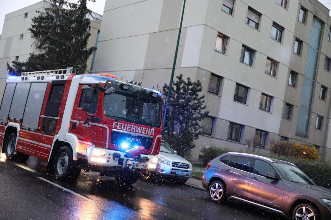 Rauchentwicklung eines Rauchers führt zu Einsatz der Feuerwehr in Wels-Pernau