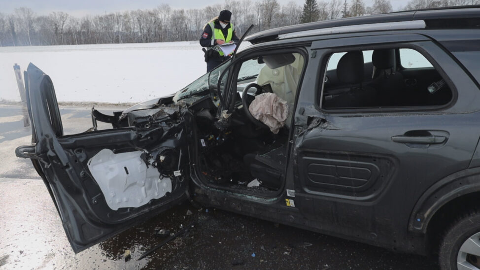 Schwerer Crash auf Wiener Straße in Edt bei Lambach fordert zwei teils schwer verletzte Personen