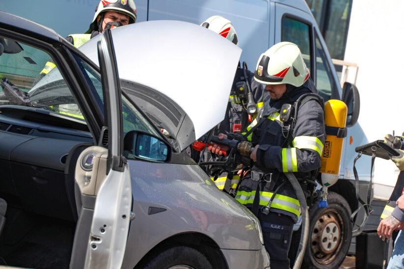 Brand im Motorraum eines PKW in Buchkirchen rasch gelöscht