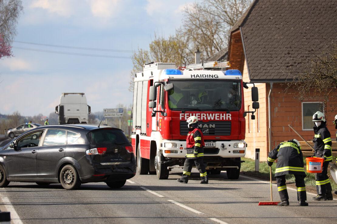 Auffahrunfall mit vier beteiligten Fahrzeugen auf Innviertler Straße bei Krenglbach