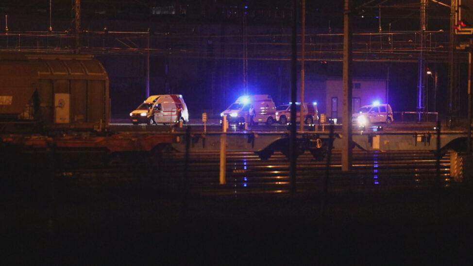 Arbeiter bei Verschubarbeiten in Wels von Güterwaggons überrollt und schwer verletzt