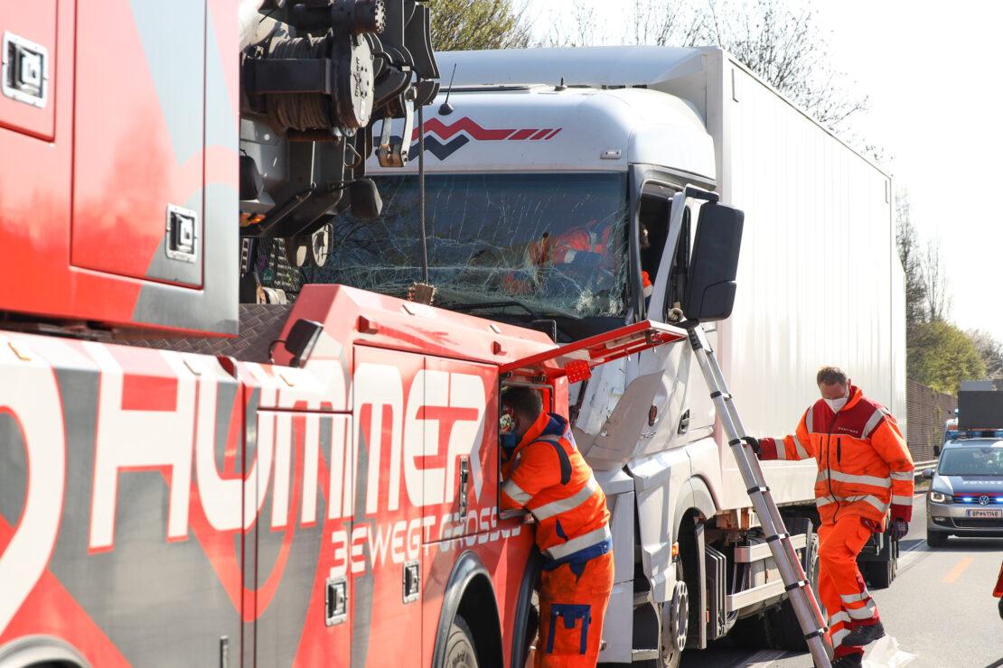 Unfall mit drei beteiligten LKW auf Welser Autobahn bei Wels sorgte für erhebliche Staus