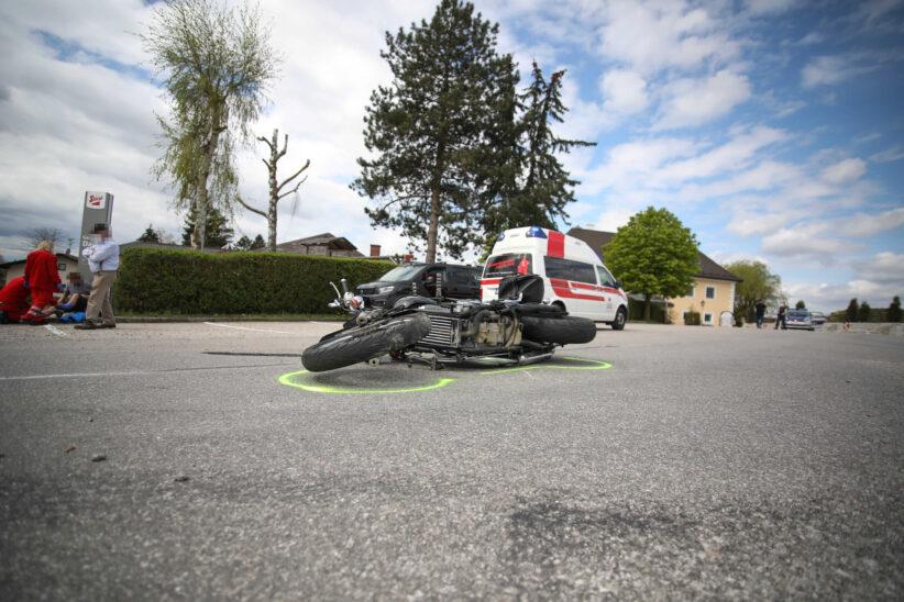 Motorradlenker bei Verkehrsunfall in Buchkirchen verletzt