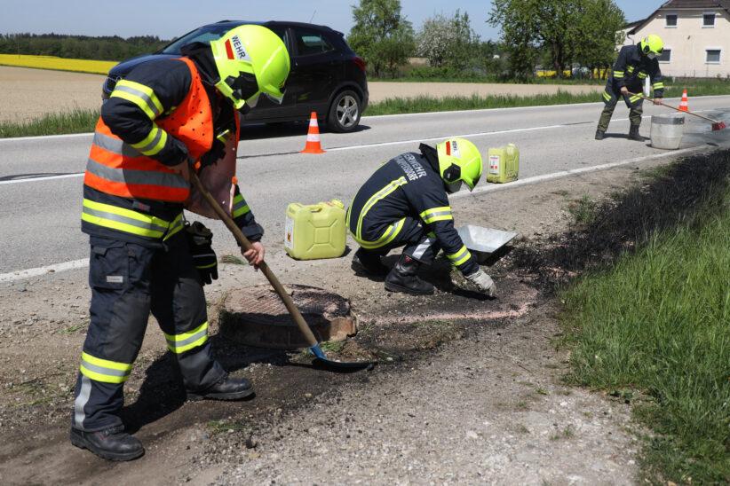 Ölwanne bei Auto nach Verkehrsunfall in Sipbachzell aufgerissen