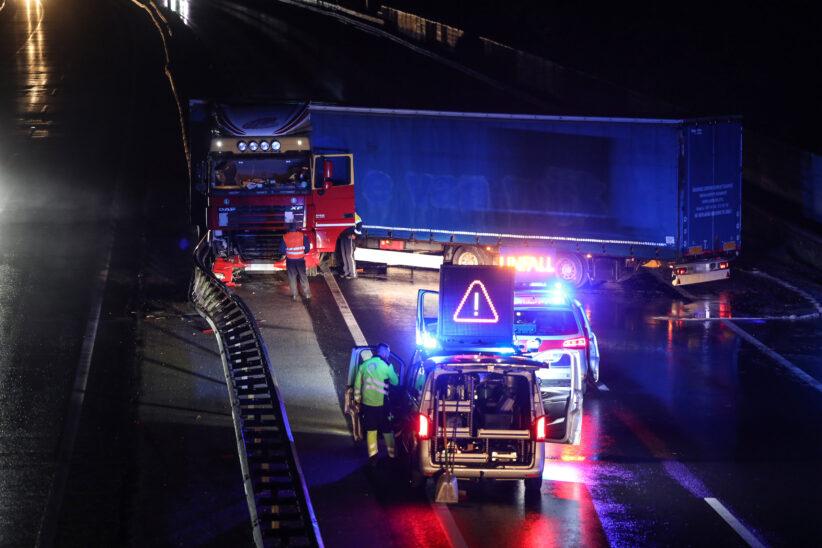 Nach Unfall querstehender LKW führte zu nächtlicher Sperre der Welser Autobahn bei Marchtrenk