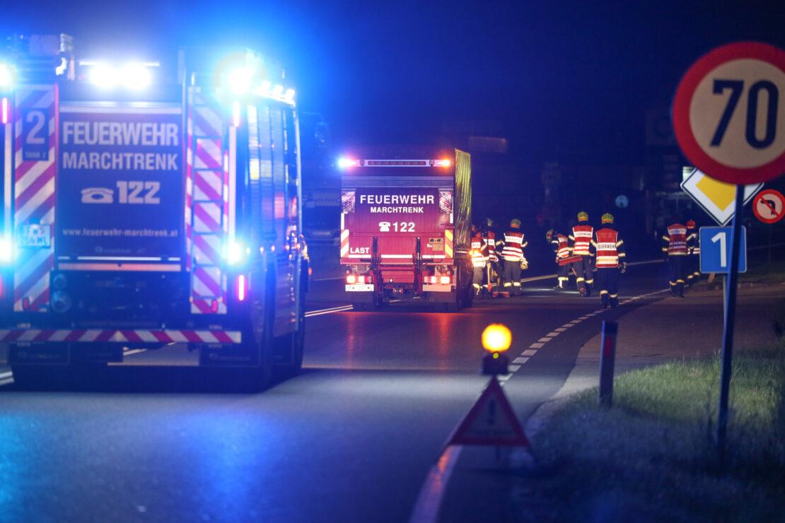 Ölspur nach Turboschaden: Nächtlicher Öleinsatz für die Feuerwehr in Marchtrenk