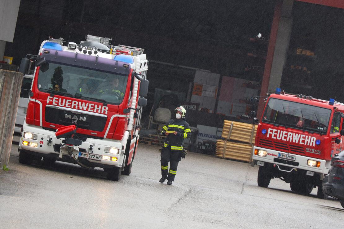 Einsatz nach gemeldetem Kabelbrand bei Unternehmen in Wels-Puchberg