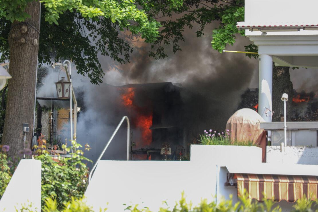 Brand einer Doppelgartenhütte in Wels-Schafwiesen