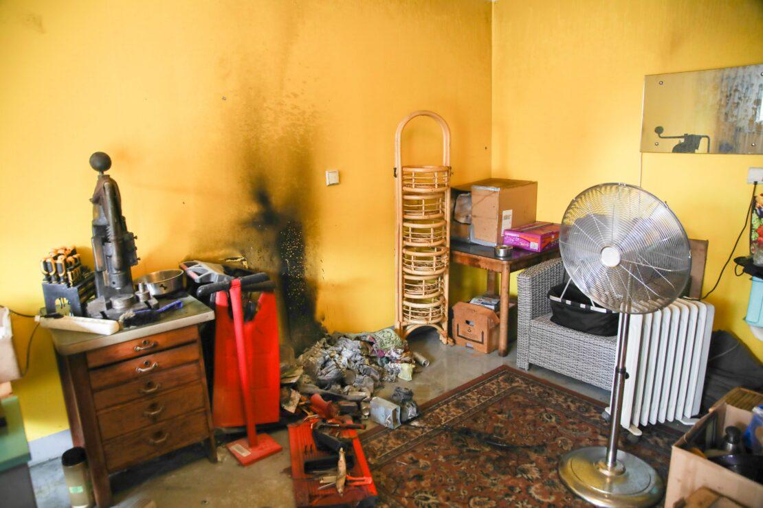 Brand eines Akkus in einer Garagenwerkstatt in Marchtrenk vor Eintreffen der Feuerwehr gelöscht