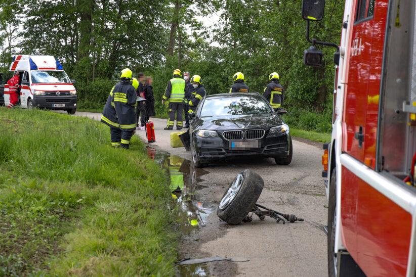 Kollision mit Baum: Verkehrsunfall in Gunskirchen endet glimpflich