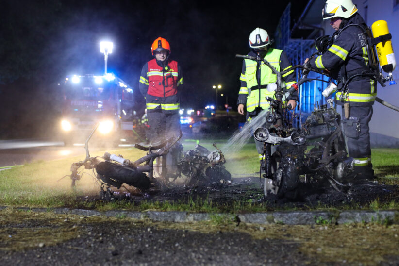 Zwei abgestellte Mopeds in Buchkirchen in Flammen aufgegangen