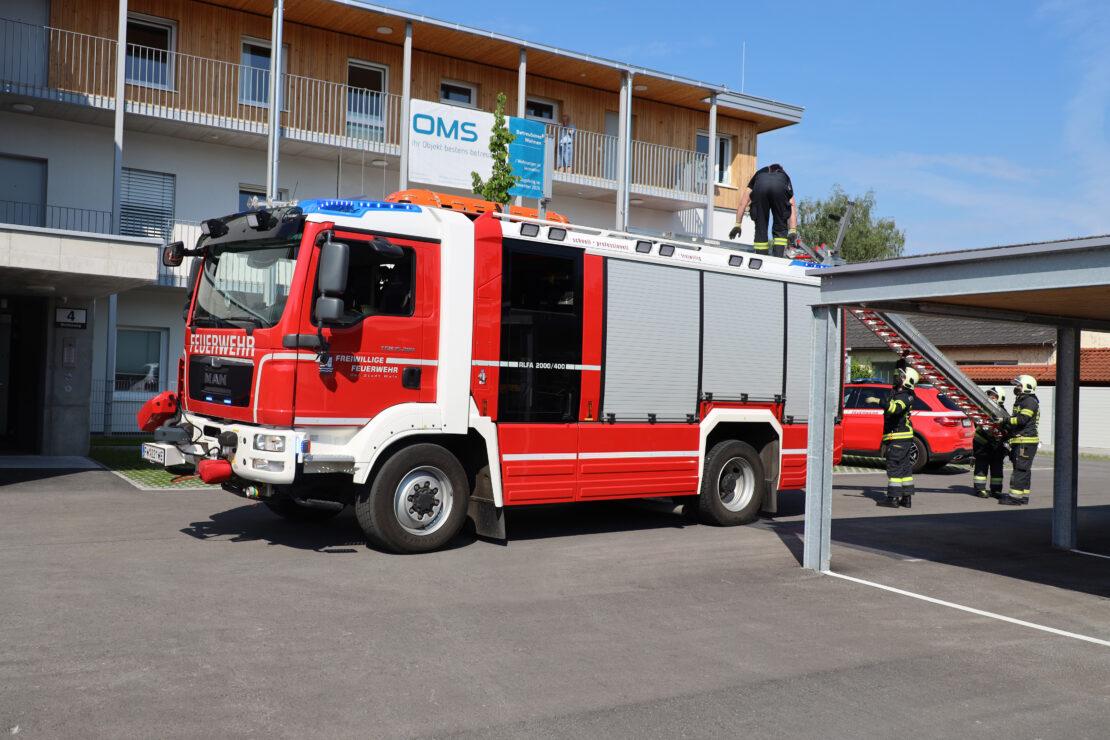 Homemelderalarm und Kreislaufkollaps: Feuerwehr in Wels-Lichtenegg im Einsatz