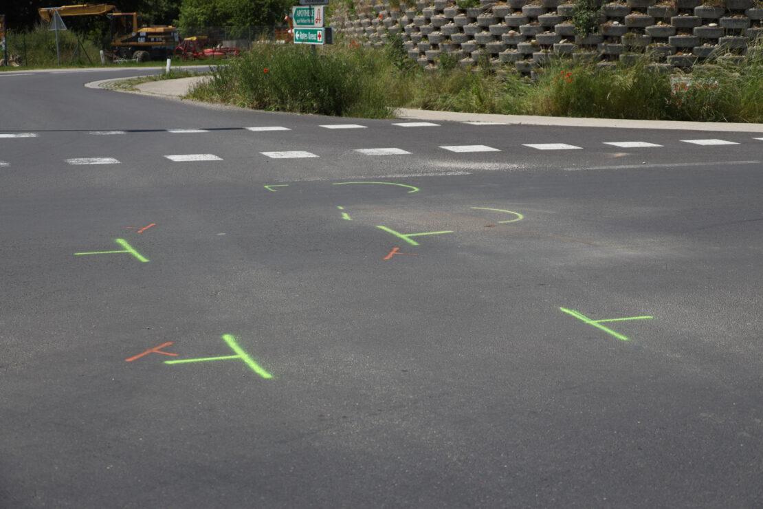 Kollision zwischen Motorrad und PKW in Kreuzungsbereich in Marchtrenk