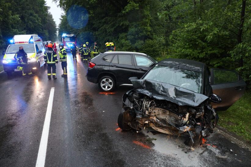 Frontalkollision auf Gmundener Straße bei Stadl-Paura fordert vier Verletzte