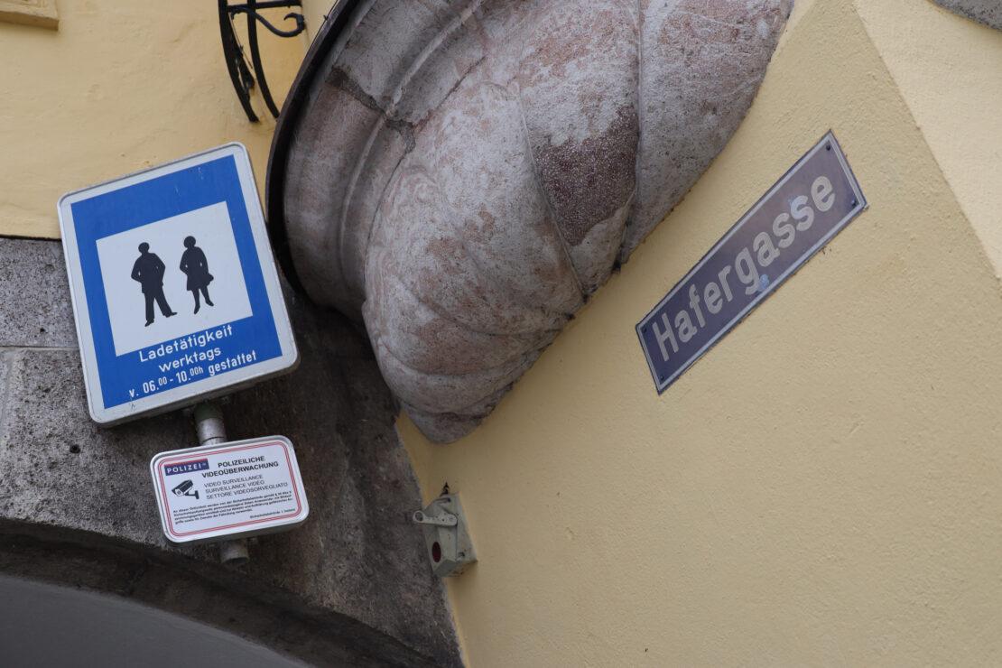 Bedenkliche Bilanz: Raufereien, Attacke mit Flasche, Raub und bewusstlose Person in Wels-Innenstadt