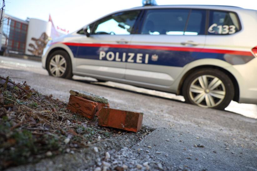 Vier Tatverdächtige nach Beschädigung von Polizeiautos in Wels-Pernau ausgeforscht