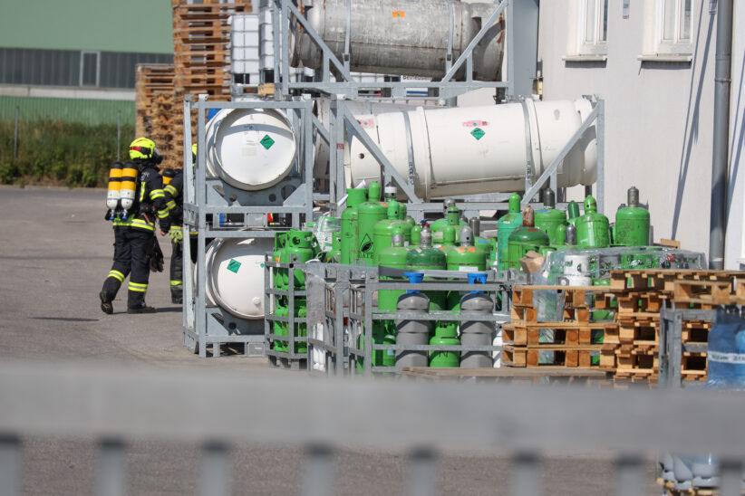 Gemeldete Gasexplosion bei Chemiebetrieb in Edt bei Lambach sorgt für größeren Einsatz
