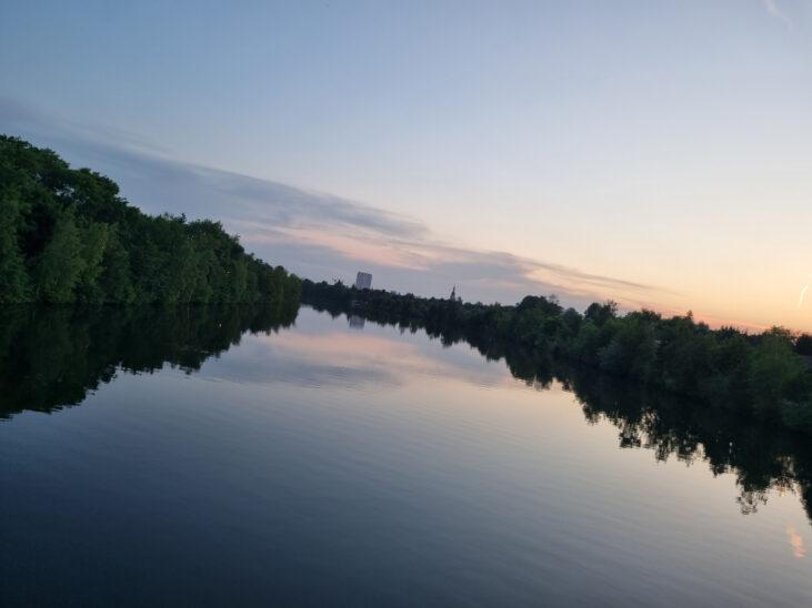 Treibendes Stand-Up-Paddle und Hut lösten Suchaktion in der Traun in Thalheim bei Wels aus