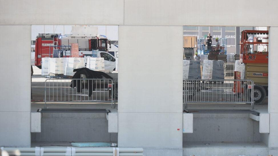 Personenrettung nach schwerem Arbeitsunfall auf Baustelle in Sattledt