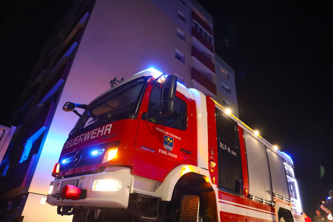 Brand in einer Wohnung eines Mehrparteienwohnhauses in Stadl-Paura