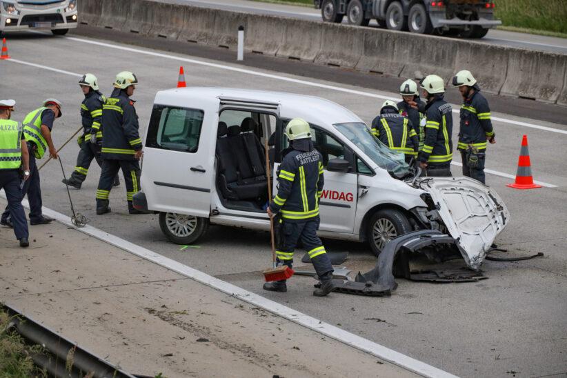 Auto auf Westautobahn bei Sipbachzell gegen Heck eines LKW gekracht