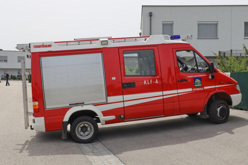 Feuerwehr nach Schlangensichtung in Siedlung in Steinhaus im Einsatz