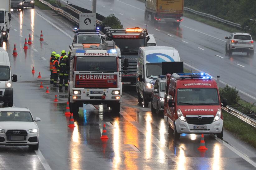 Unfall auf Welser Autobahn bei Weißkirchen an der Traun