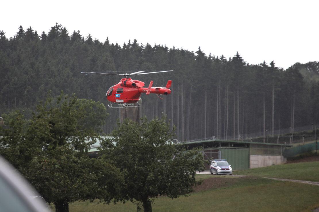 Notarzthubschrauber nach landwirtschaftlichem Unfall in Buchkirchen im Einsatz