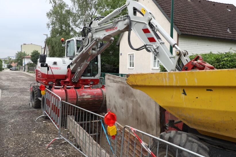 70-Kilo-Fliegerbombe bei Grabungsarbeiten mit Bagger in Wels-Pernau entdeckt