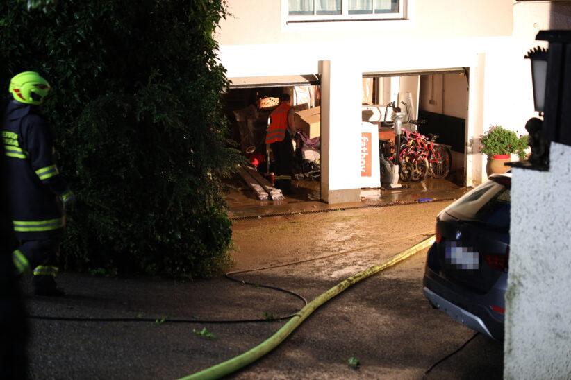 Gewitterfront mit Starkregen sorgt für zahlreiche Überflutungseinsätze in Oberösterreich