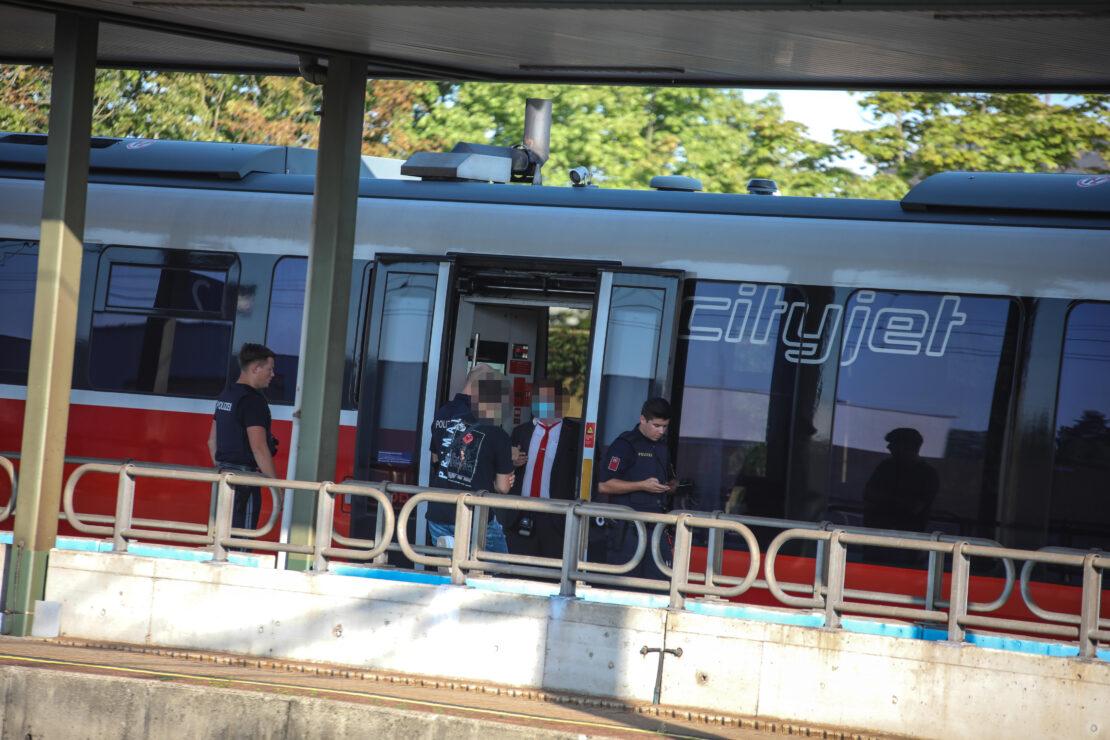 Rabiater Fahrgast sorgt für größeren Einsatz der Polizei am Bahnhof in Marchtrenk
