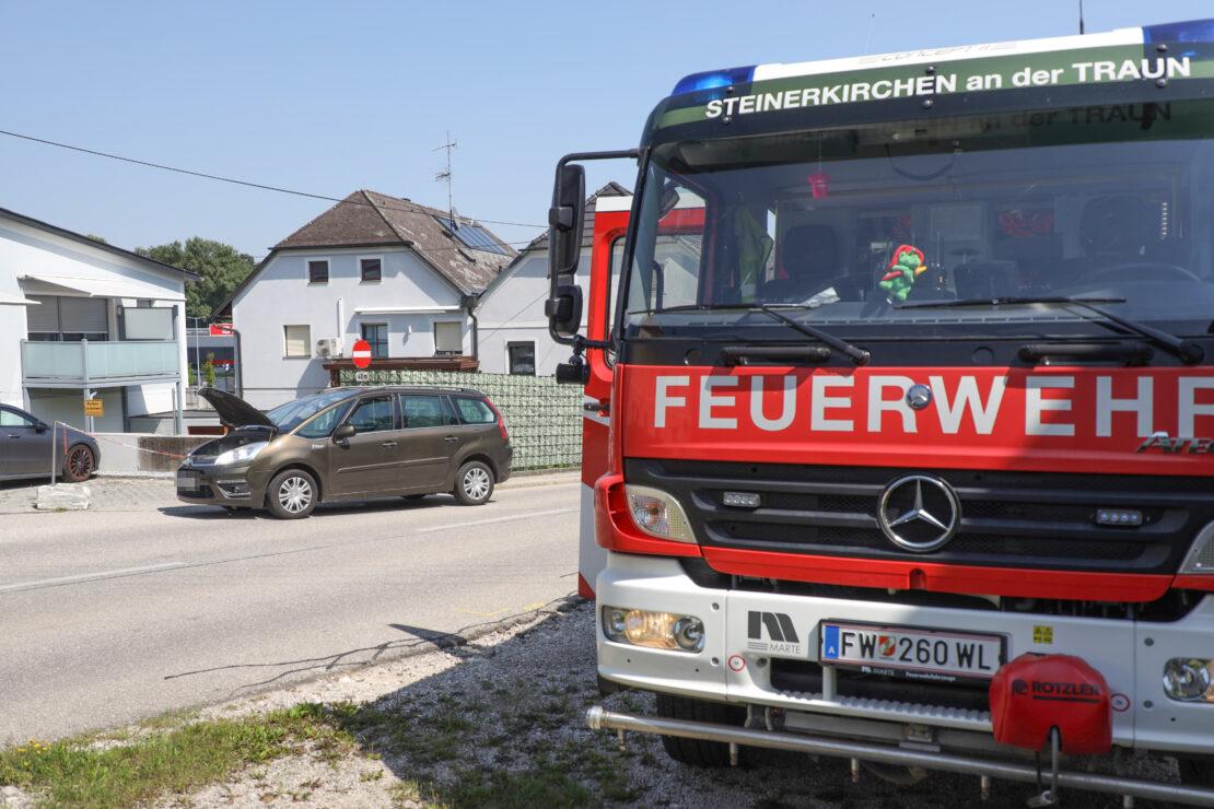 Batterie abgeklemmt: Beginnender PKW-Brand in Steinerkirchen an der Traun rasch gelöscht