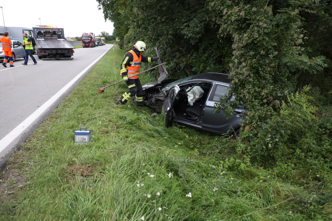 Schwere Kollision zwischen LKW und PKW auf Wiener Straße bei Gunskirchen