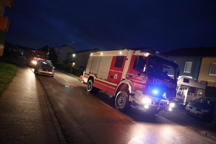 Niederdruckwetterlage: Feuerwehr bei Brandverdacht in Wels-Pernau im Einsatz