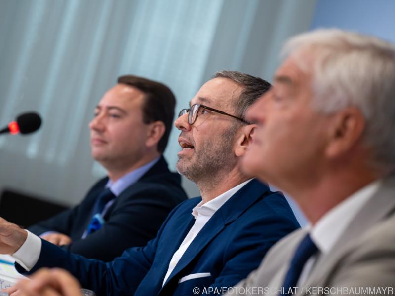 FPÖ setzt in Herbstarbeit wieder auf das Asyl-Thema