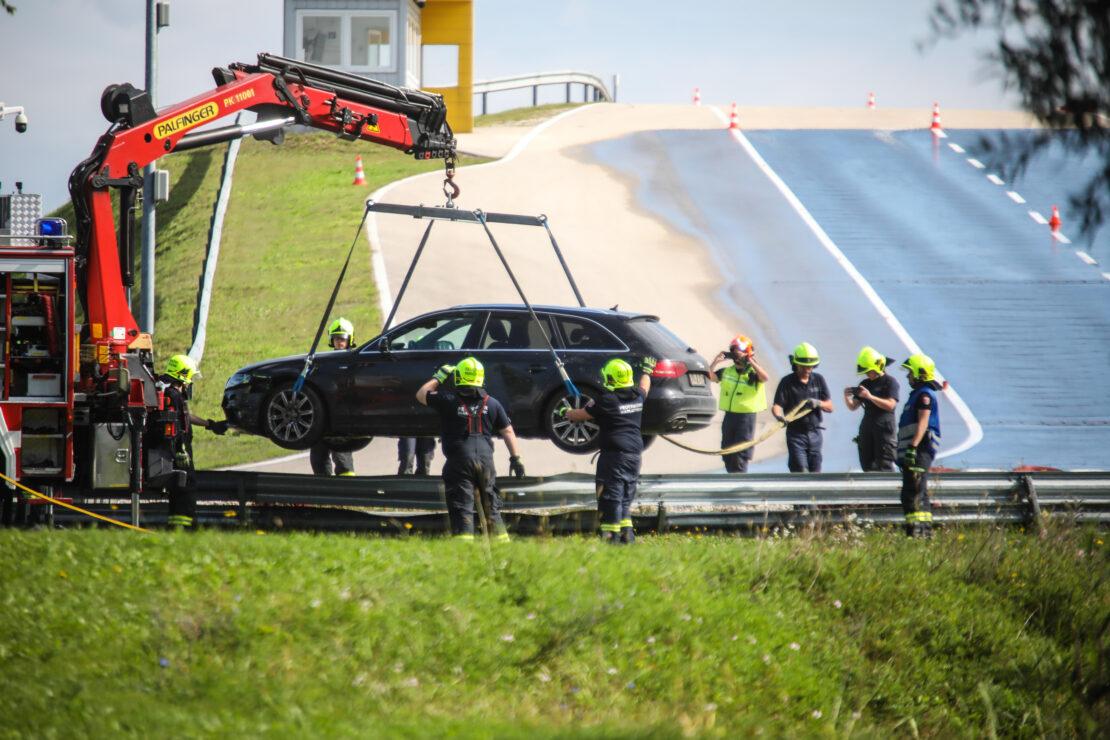 PKW-Bergung auf Gelände eines Fahrtechnikzentrums in Marchtrenk