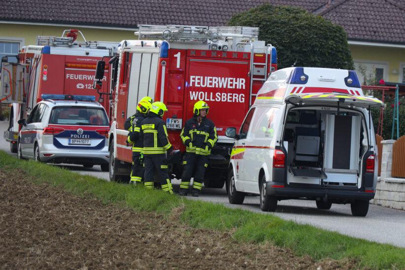 Reanimation: Person in Steinerkirchen an der Traun unter Auto eingeklemmt