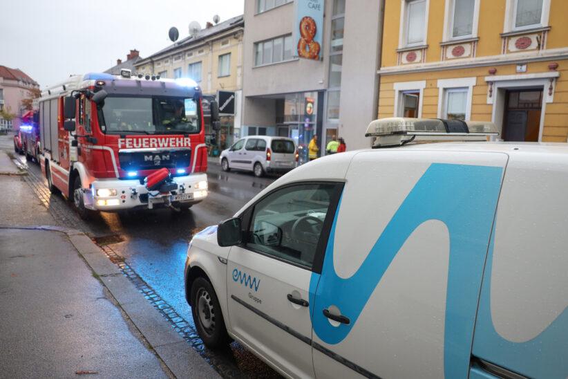 Längerer Einsatz nach Gasgeruch in Wohn- und Geschäftsgebäude in Wels-Neustadt