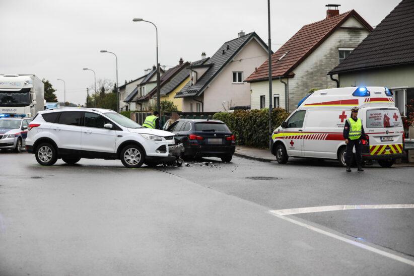 Kreuzungskollision zwischen zwei Autos in Marchtrenk