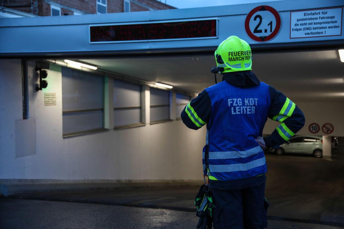 Brandverdacht in Tiefgarage: Lackierarbeiten lösten Einsatz der Feuerwehr in Marchtrenk aus