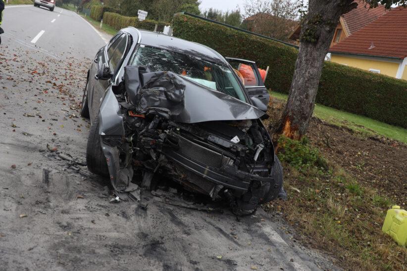 Auto in Pichl bei Wels gegen Baum geprallt