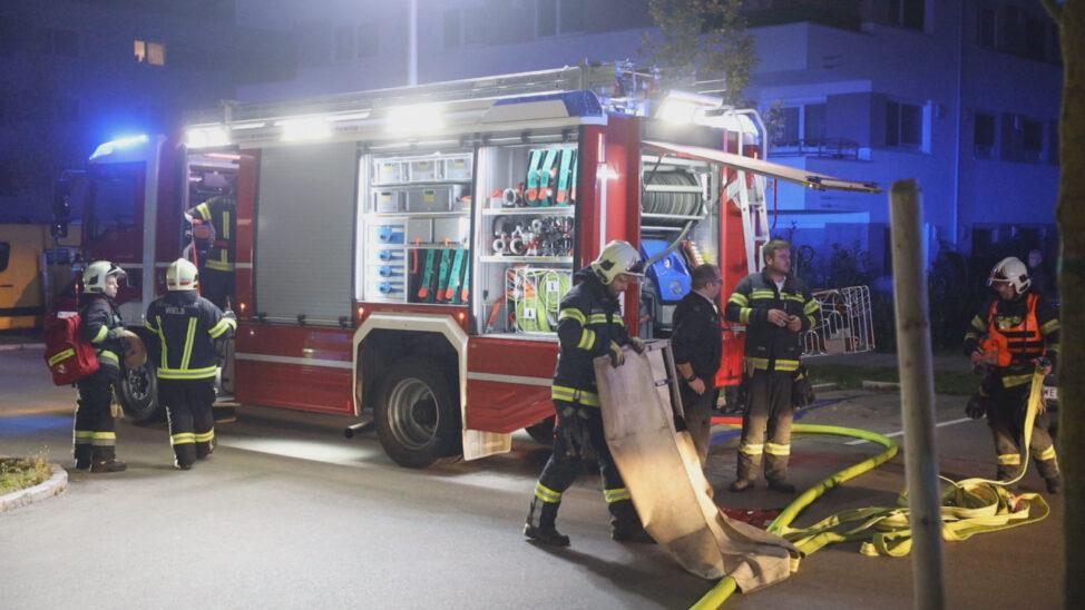 Bewohnerin in Wels-Vogelweide durch Feuerwehr aus verrauchter Wohnung gerettet