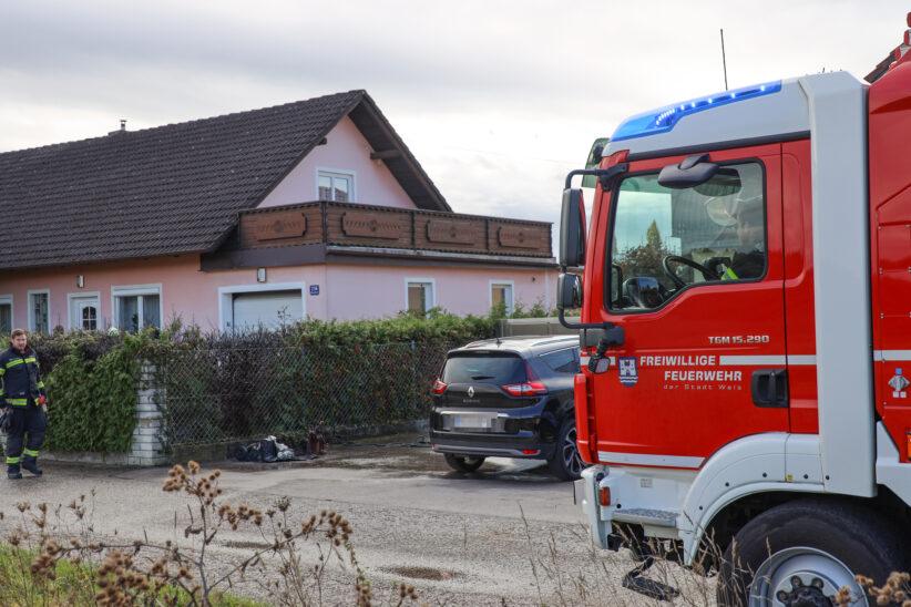 Brand zweier Abfallcontainer bei einem Wohnhaus in Wels-Puchberg