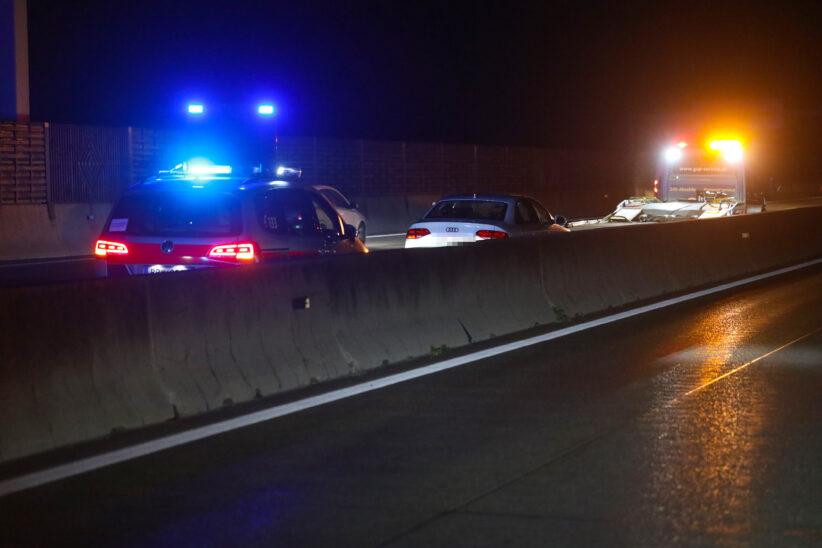 Feuerwehr zu Aufräumarbeiten auf Westautobahn bei Sattledt gerufen