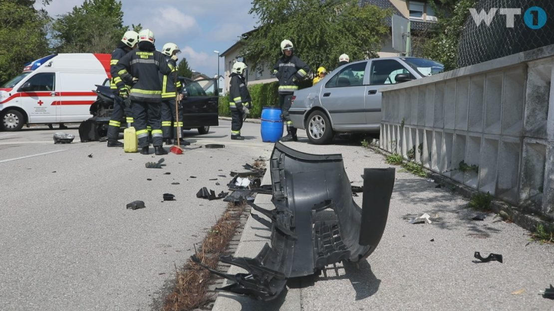 Schwerer Kreuzungscrash in Wels-Pernau fordert zwei Verletzte