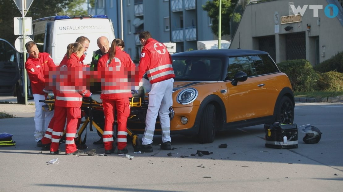 Motorradlenker bei Kollision mit PKW in Wels-Neustadt schwer verletzt