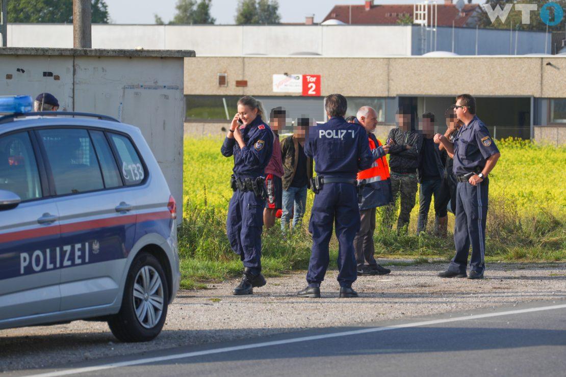 Großer Flüchtlingsaufgriff in Edt bei Lambach führt zu Großeinsatz von Polizei und Rettung