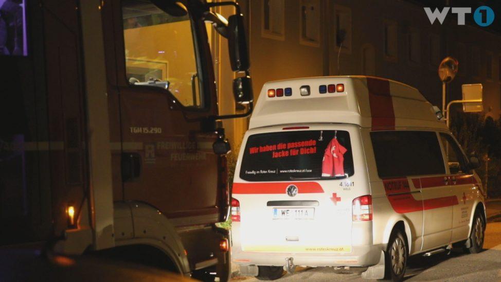 Nächtlicher Einsatz für Rettung und Feuerwehr in Wels-Vogelweide weil Ring am Finger feststeckt