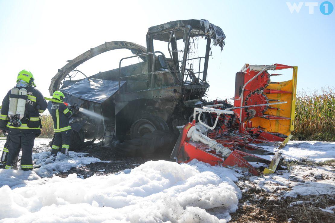 Sieben Feuerwehren bei Brand eines Maishäckslers in Eberstalzell im Einsatz